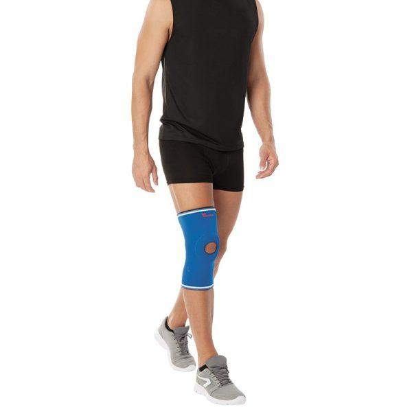 Неопренова наколенка - с отвор за поддържане на пателата и предпазване на коленните връзки. 4 мм 100% неопрен, с хавлиена подплата за комфорт и вентилация.