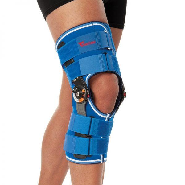 Ортеза за коляно с метални странични укрепващи елементи с панта