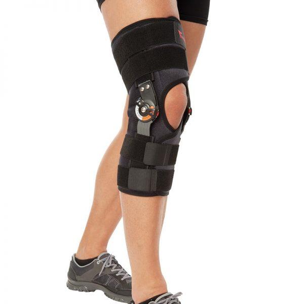 Ортеза за коляно с метални , странични, укрепващи елементи, с панта